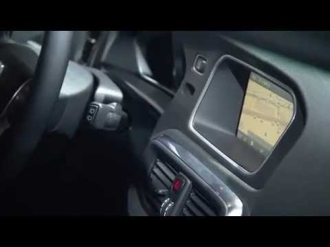 Driving with the Volvo V40 R-Design & footage of the Paris motor show 2012