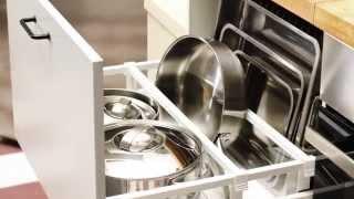 Opbergen en organiseren Een geweldige keuken lost dagelijkse problemen op, zoals hoe je al die spullen in een kleine ruimte
