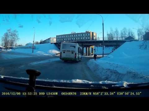 Рыбинск. Нечищенный тротуар. Куда идти пешеходу??