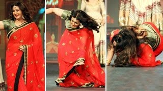 Poonam Dhillon FALLS on the ramp BADLY | TOO FUNNY |