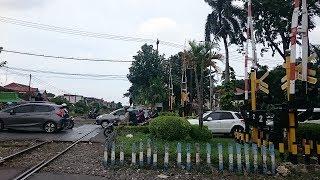 #nonton kereta api indonesia di perlintasan ambengan surabaya