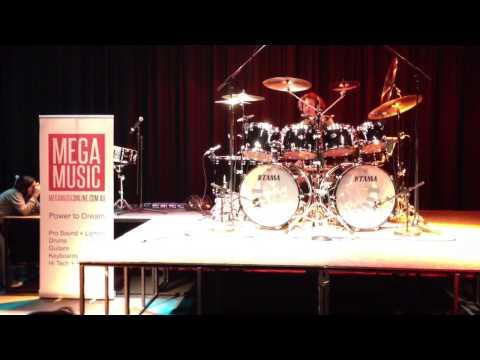 Simon Phillips MEGA MUSIC Drum Clinic! Pt2