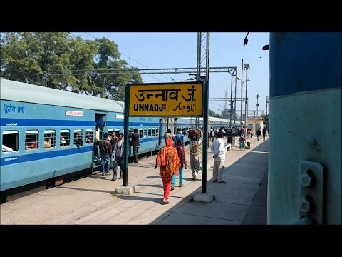 BSB-CNB Varuna Express meets Mumbai LTT - Gorakhpur SF Express at Unnao Junction
