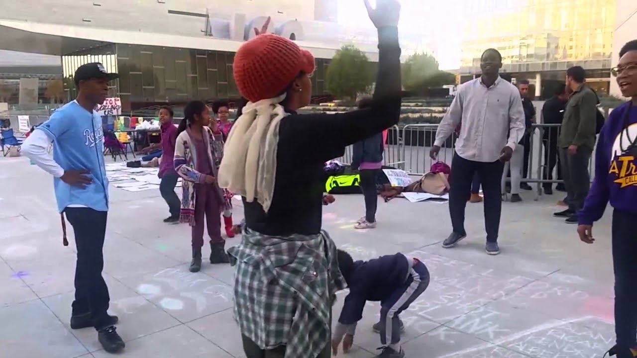 LIVING IS RESISTING: STREET DANCE ACTIVISM IN BLACK LIVES MATTER