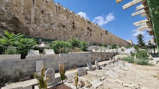 Does the Name oḟ God (YHWH יהוה) appear on the Eastern Wall of the Jewish Temple Mount in Jerusalem?