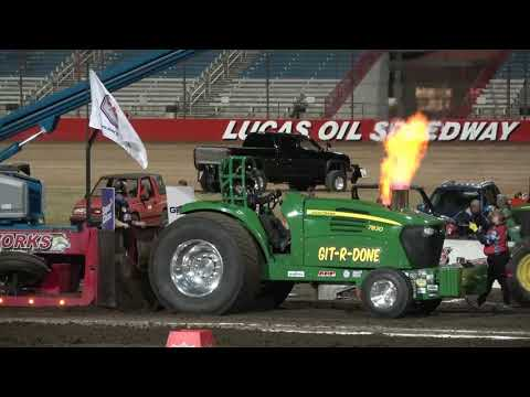 2019 Light Super Stock Tractors pulling at the Lucas Oil Speedway