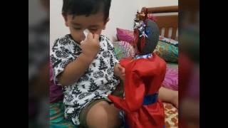 Gambar cover Bayi lucu  senang Ondel-ondel
