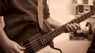 "Motörhead - ""Love Me Like A Reptile"" - Bass Cover"