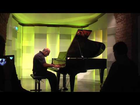 "Tony Cicoria is performing his ""Lightning-Sonata"" at Mozart House in Vienna"