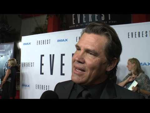 "Everest: Josh Brolin ""Beck Weathers"" Red Carpet Movie Premiere Interview"