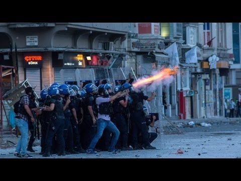 CNN reporter caught in the Turkish clash
