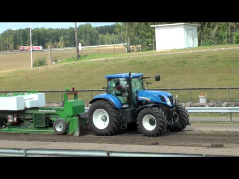New Holland tractor pulling