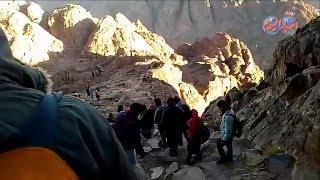 """سحر الطبيعة يجذب السائحين أعلى قمة جبل موسى بــ""""سيناء"""""""