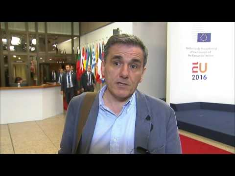 #Eurogroup Tsakalotos welcomes the decision allowing Greece to return to a 'virtuous cycle'