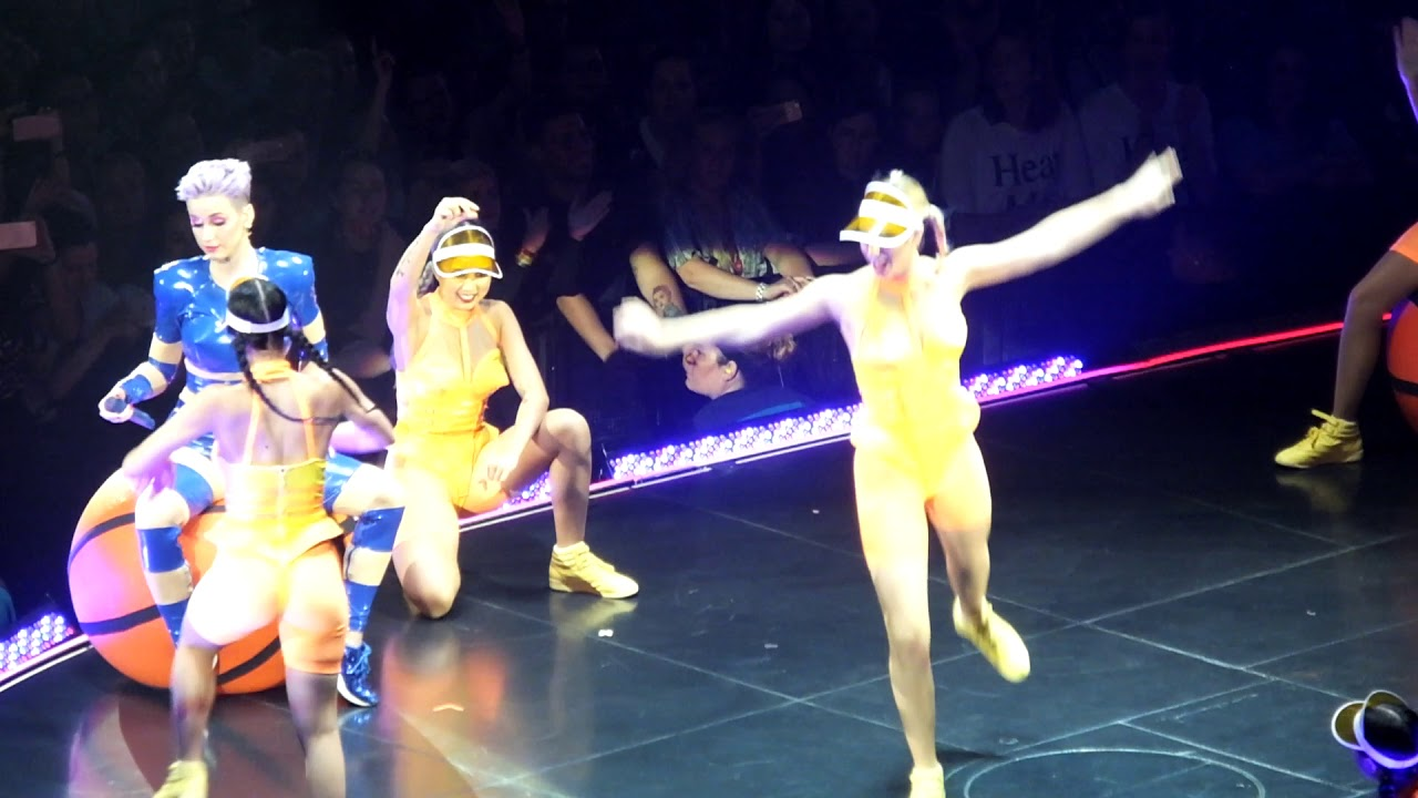Katy Perry Introducing Her Dancers Live Ziggo Dome 2018 The Witness Tour Amsterdam Dscf1401