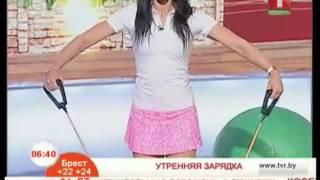 Упражнения на плечи с помощью эспандера