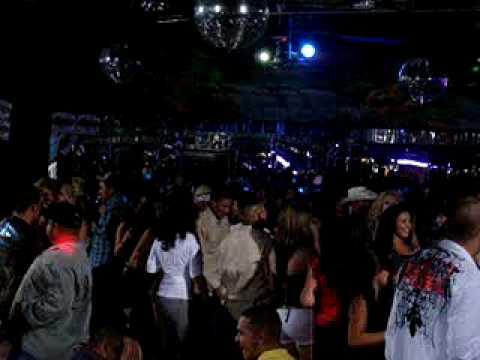 DJ NIKI Mezclando Banda Cumbia En El Patio Night Club ...