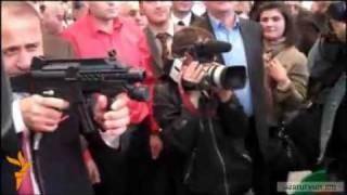 Armenia Muky krakum e khaghalik' avtomatits' thumbnail