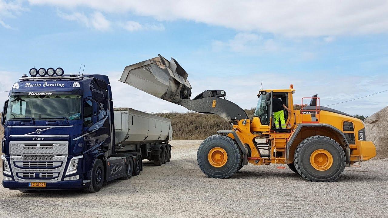 New Volvo L250H Wheelloader Loading Volvo FH12 Truck - YouTube