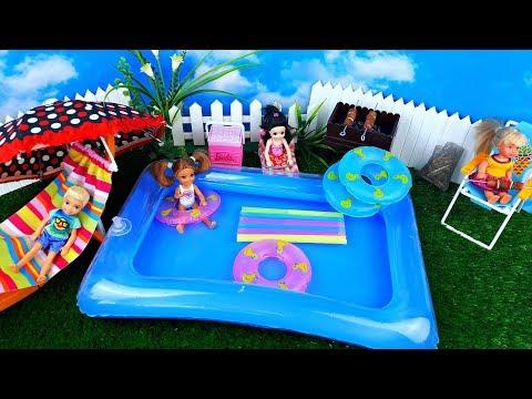 Super floaties weekend ! Barbie in the swimming pool toy