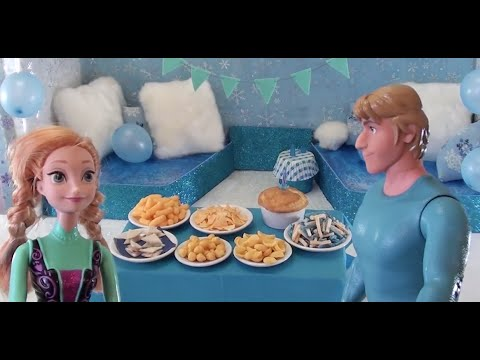 Elsa's birthday party with the Disney princesses, presents, surprises and real tiny food and cake