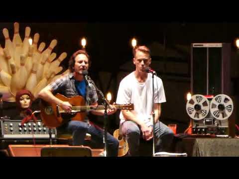 "EDDIE VEDDER and MATT CAMERON : ""Just Breathe"" : Pilgrimage Music Festival (Sept 24, 2017)"