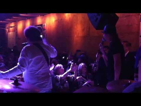 Kid Rock & Travis Tritt playing Tootsies in Nashville aft George Jones tribute concert 11/22/13!
