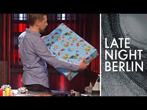 Weihnachtsgeschenkideen für jedermann: Klaas gibt Verschenk-Tipps   Late Night Berlin   ProSieben