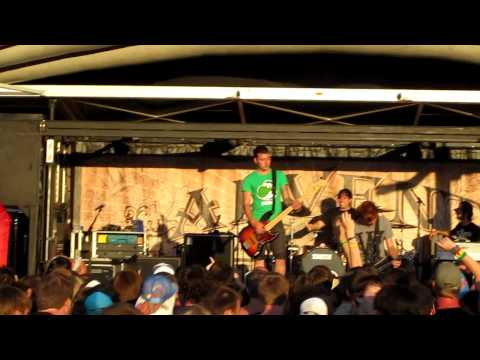 They Don't Call It the South For Nothing- Of Mice & Men Live Warped Tour Toronto July 15 2011 HD