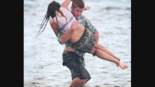 Miley Cyrus and Liam Hemsworth Making Out for 'the last song'