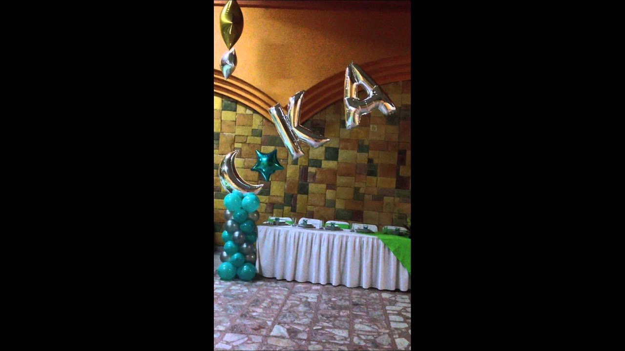 Decoracion con globos xv a os azul turqueza youtube for Arreglos de salon con globos