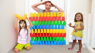 BRINCANDO COM COPOS COLORIDOS - Kids Pretend play with colored Cups - COMPILATION