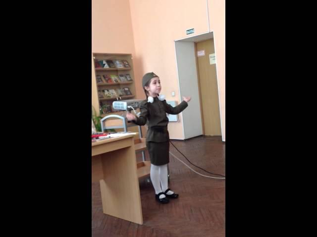 Изображение предпросмотра прочтения – АминаСунгурова читает произведение «На братских могилах» В.С.Высоцкого
