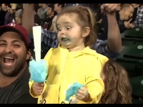 Little Girl Has Sugar Rush at Mariners Game - YouTube