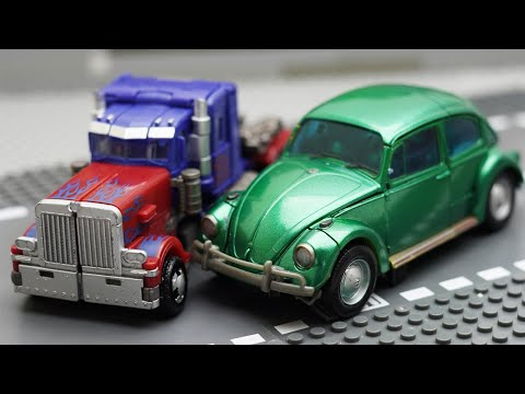 Transformers Stop Motion racing car Bumblebee Repaint vs Optimus Prime Robot in the Small Game Toys