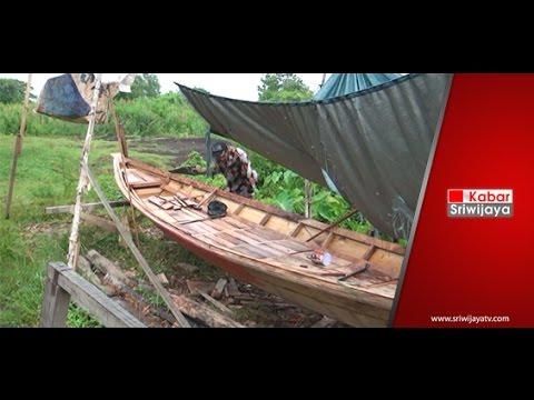 Pendapatan Pembuat Perahu Ketek Di Palembang Tergantung Pesanan