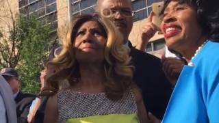 Aretha Franklin Emotionally Unveils New Detroit Street Named In Her Honor