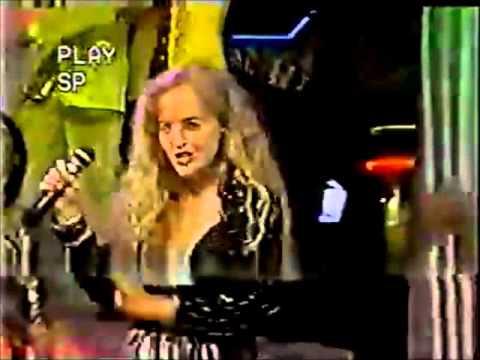 Angélica canta 'Me dá um Beijinho' no Milk Shake