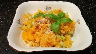 Салат из тыквы и сельдерея с ореховым соусом