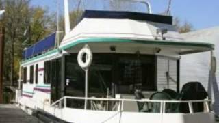 House Boat For Sale! Located on the Mississippi River at La Crosse, Wisconsin, USA