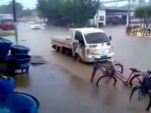 Forte chuva inunda Centro de Sena Madureira