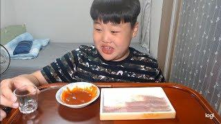 중학생 삭힌홍어와 소주잔에 물 먹방! 충격!!