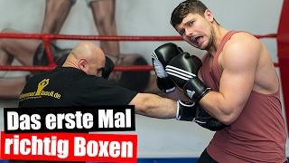 Bodybuilder beim Boxen 🥊 Boxtraining mit Profiboxer