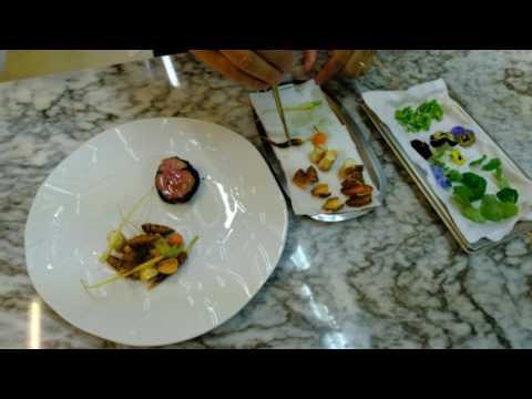 João Oliveira prepares a main course with veal at Vista Restaurante