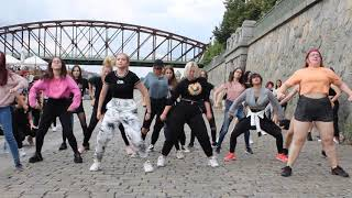 KPOP RANDOM DANCE IN PUBLIC in Prague, Czech / 케이팝 랜덤플레이댄스 체코 프라하