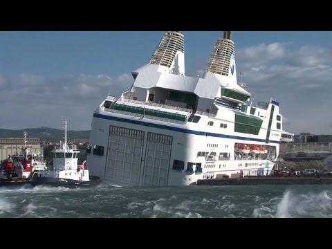 Intempéries: un ferry prend l'eau dans le port de Marseille