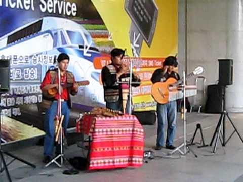 Peruvian music at Yongsan Station