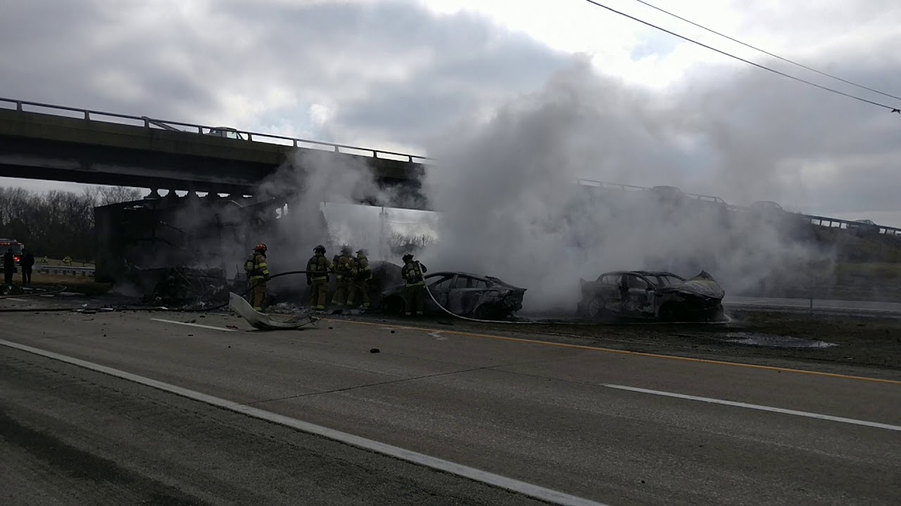 Iowa woman dead from multi-vehicle Interstate 24 accident