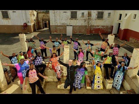 Mandela Medley (Symphonic Soweto) - Wouter Kellerman (Flute) & Soweto Gospel Choir