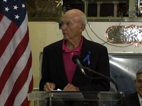 Michael Collins honors Neil Armstrong - YouTube